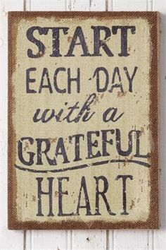 New Primitive Country Start Each Day with A Grateful Heart Burlap Sign Wall Art Primitive Bathrooms, Primitive Homes, Country Primitive, Primitive Decor, Primitive Signs, Primitive Bedding, Burlap Signs, Rustic Signs, Wooden Signs