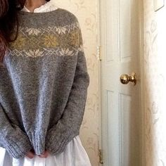 Knitting Patterns Girl le tricot the knit le pullover gris the grey sweater / ravelry hiromi Fair Isle Knitting, Hand Knitting, Crochet Woman, Knit Crochet, Motif Fair Isle, Norwegian Knitting, Icelandic Sweaters, Creative Textiles, How To Purl Knit