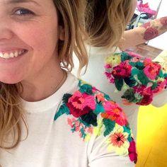 """426 Me gusta, 34 comentarios - @ignaciajullian en Instagram: """"La quiero para mí!!! ❤️❤️❤️ #poleras #bordados #bordadosamano #embroidery #embroideredtshirt #color…"""""""