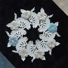 [パーチメントクラフト : 今井 真智子] 大通文化教室 Parchment Design, Parchment Craft, Hanukkah, Christmas Wreaths, Knitting, Holiday Decor, Pattern, Cards, Baby Dolls