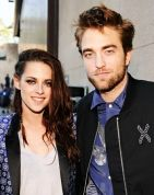 Robert Pattinson, Kristen Stewart Cuddle at Hollywood Club    Read more: http://www.usmagazine.com/celebrity-news/news/robert-pattinson-kristen-stewart-spotted-together-at-hollywood-club-20121510#ixzz29P5IlYWP