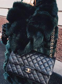 Pinterest: DEBORAHPRAHA ♥️ I want a double flap black and gold chanel bag