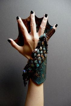 another glove/fins variation that I really like. (I love the scales/adornment and the colourway too.) Costumes, How to Do Keka❤❤❤ Cool Costumes, Cosplay Costumes, Woman Costumes, Pirate Costumes, Group Costumes, Halloween Costumes, Adult Costumes, Costume Ideas, Mermaid Cosplay