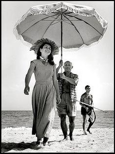 C'était la belle vie. - Pablo Picasso and Françoise Gilot in France (August 1948) by Robert Capa.