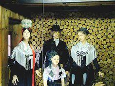 Schwarzwälder Trachten  im Schwarzwälder Trachtenmuseum Haslach  Trachten aus dem oberen Kinzigtal #Schapbach