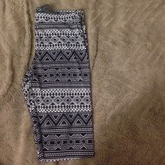 black and white patterned leggings h&m Aztec pattern leggings, full length H&M Pants Leggings Black Leggings, Leggings Are Not Pants, Pattern Leggings, Aztec, Black And White, Things To Sell, Blanco Y Negro, Black N White