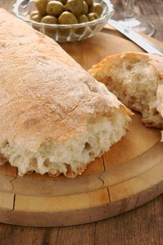 MY FAVORITE❤️ Bread Recipe: Perfect Ciabatta Ciabatta Bread Ingredients 3 cups flour 1 teaspoons active dry yeast 1 teaspoon . Bread Recipes, Low Carb Recipes, Cooking Recipes, Cake Recipes, Homemade Ciabatta Bread, Homemade Breadsticks, Bread Ingredients, Bread And Pastries, Artisan Bread
