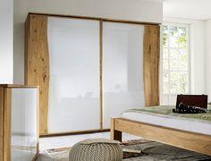 einen faszinierenden kontrast setzt der kleiderschrank bellavista hier trifft warmes. Black Bedroom Furniture Sets. Home Design Ideas