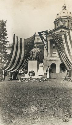 Lincoln Monument | Photograph | Wisconsin Historical Society