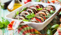 Η γαλλική εκδοχή του τουρλού ή μπριάμ. Ένα απλό και πολύχρωμο πιάτο, που στηρίζεται στη φρεσκάδα και τη νοστιμιά των φρέσκων λαχανικών, τα οποία κόβονται σε ροδέλες (ή σε μικρά κομμάτια αν προτιμάτε) και ψήνονται με σάλτσα ντομάτας στο φούρνο.