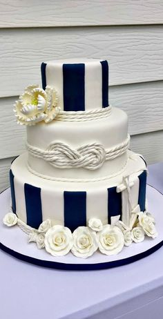 24 Nautical Wedding Ideas to Rock Your Big Day - Future wedding ❤️ - Yacht wedding Pretty Cakes, Cute Cakes, Beautiful Cakes, Amazing Cakes, Nautical Wedding Cakes, Nautical Cake, Nautical Theme, Nautical Knots, Vintage Nautical