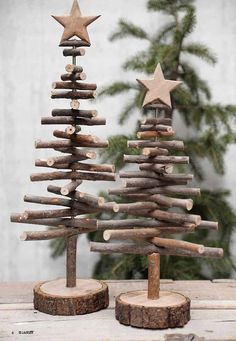 Alternative wood Christmas tree with a lovely star on top. It's a great rustic decor for a modern farmhouse! You can find other great Christmas decor pins on ItalianArtDeco! decorations christmas DIY de Noël - PLANETE DECO a homes world Twig Christmas Tree, Noel Christmas, Vintage Christmas, Christmas Design, Classy Christmas, Natural Christmas, Xmas Trees, Christmas Quotes, Woodland Christmas