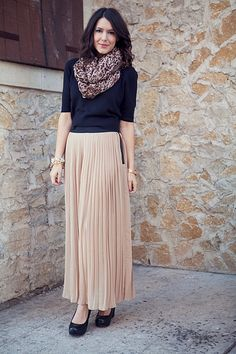 simple outfit with pleated maxi skirt