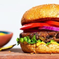 Backyard Black Bean Burgers Veggie Meat Recipes, Bean Recipes, Vegetarian Recipes, Diet Recipes, Savory Snacks, Healthy Snacks, Black Bean Burgers, Healthy Sandwiches, Vegan Main Dishes