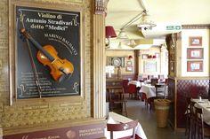 Un rincón con  encanto que puedes encontrar en nuestros restaurantes. #Italia #Restaurante