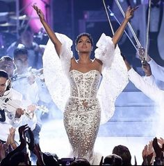 Toni Braxton stole the hearts of the audience last Sunday during the American Mu. Toni Braxton, Foreign Celebrities, Freakum Dress, American Music Awards, Celebrity Babies, My Heart Is Breaking, Formal Dresses, Wedding Dresses, Prom Dresses