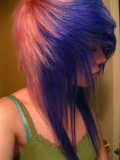 scene hair, blue and pink. I love how her hair is pulled forward and sweeps to the side <3