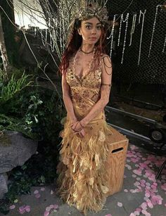 "Bts Shadowhunters ""Beside Still Water"" Shadowhunters Tv Show, Shadowhunters The Mortal Instruments, Queen Outfit, Queen Dress, Malec, Cassandra Clare, Constantin Film, Streaming Tv Shows, Movies And Series"