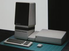 A design protoype for the original Macintosh by frog design, inspired by Studebakers, vacuum sweepers, and the Coca Cola bottle. More on Apple's relationship with frog design in the article. Apple Iic, Design Industrial, Dell Computers, Apple Computers, Frog Design, Tablet, Design Language, Technology Gadgets, Futuristic Technology
