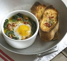 Spinach baked eggs with parmesan & tomato toasts