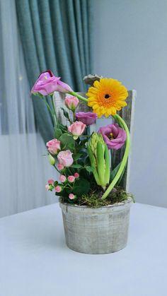 Flower Arrangements, Glass Vase, Bring It On, Concept, Floral, Flowers, Plants, Home Decor, Floral Arrangements