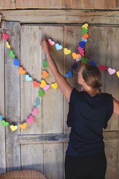 DIY DIY: Make flagship games with hearts- Pyssel DIY: Gör flaggspel med hjärtan DIY DIY: Make flagship games with hearts - Valentines Bricolage, Valentine Crafts, Diy Birthday Decorations, Valentines Day Decorations, Decoration Creche, Diy Paper, Paper Crafts, Rainbow Crafts, Saint Valentine