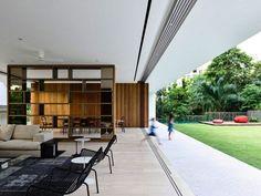 salon moderne séparé de la salle à manger, cloison design et mobilier contemporain