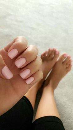 The advantage of the gel is that it allows you to enjoy your French manicure for a long time. There are four different ways to make a French manicure on gel nails. The choice depends on the experience of the nail stylist… Continue Reading → Acrylic Nails Natural, Classy Acrylic Nails, Natural Nails, Neutral Gel Nails, Classy Gel Nails, Simple Nails, Cute Nails, Pretty Nails, Pale Pink Nails