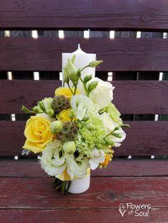 Candle Decorations, Wedding Decorations, Baptism Candle, Floral Arrangements, Wedding Flowers, Floral Wreath, Baptism Ideas, Candles, Wreaths