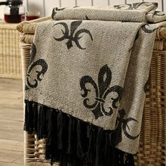 Elysee - Chenille Jacquard - Woven Throw