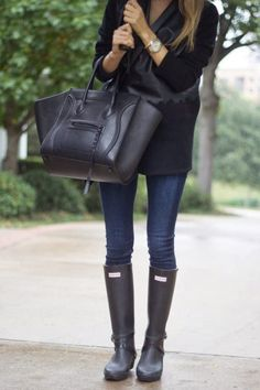 Simple but understated, Krystal Schlegel teams her skinny jeans, Hunter Boots with this season's hottest bag and a beautiful tailored jacket.