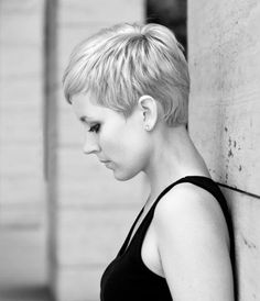 Cool Short Pixie Hairstyle for Blond Hair