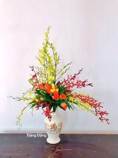 All Flowers, Ikebana, Flower Designs, Bonsai, Flower Arrangements, Florals, Glass Vase, Table Decorations, Modern