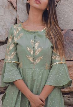Latest New Stylish Sleeves Design Collection 2020 Neck Designs For Suits, Sleeves Designs For Dresses, Blouse Neck Designs, Sleeve Designs, Stylish Dresses For Girls, Stylish Dress Designs, Pakistani Dresses Casual, Pakistani Dress Design, Churidar