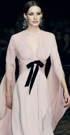"""everythingasoiaf: """" What a lady of House Piper would wear """"Jean Louis Scherrer Couture, Fall 2005 """" """" Mode Chic, Mode Style, Couture Fashion, Runway Fashion, Womens Fashion, Paris Fashion, Look Fashion, High Fashion, Fashion Design"""