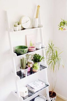 Spice up a minimalistic ladder shelf with some patterns and color with this DIY Ladder Shelf Hack. This is a great tutorial for crafters undergoing DIY furniture projects or home renovations. Diy Ladder, Ladder Decor, White Ladder Bookshelf, Plant Ladder, Bookshelf Styling, White Shelves, Easy Home Decor, Handmade Home Decor, Diy Furniture Projects