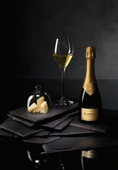 Brandy and Wine. Top Tips And Advice For Picking The Perfect Wine. There is much to know about wine, from which goes with a meal, to which wine is best for an event. Cocktail Drinks, Alcoholic Drinks, Cocktails, Wine Drinks, Beverage, Champagne Moet, Champagne Quotes, White Wine, Red Wine