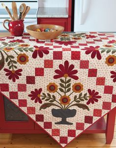 Elegant Quilts, Country Charm - Applique Designs in Cotton and Wool By Deirdre Bond-Abel, Leonie Bateman Wool Applique, Applique Patterns, Applique Quilts, Applique Designs, Embroidery Applique, Quilt Patterns, Red And White Quilts, Country Quilts, Country Bedding