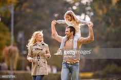 happy-family-walking-in-the-park-during-springtime-picture-id485372724 (508×339)