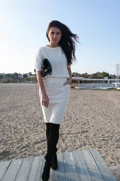 white outfit, pencil skirt, white skirt, breeze, over the knee boots, beach, chic, simple, minimal, minimalist, blogger, @thatgirlju