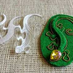 Best 11 Last week, as part of the Stitch Fun series, we looked at the traditional shisha stitch used in mirror embroidery. Bead Embroidery Tutorial, Bead Embroidery Jewelry, Textile Jewelry, Fabric Jewelry, Beaded Embroidery, Hand Embroidery, Beaded Jewelry, Jewelry Patterns, Beading Patterns