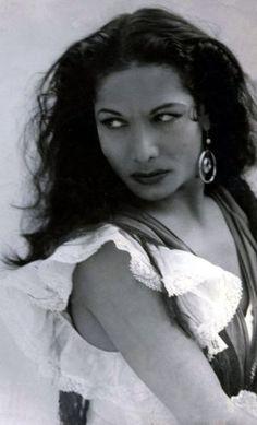 Vintage photo of Flamenco dancer Carmen Amaya. Tango, Carmen Amaya, Gypsy Women, Flamenco Dancers, Dance Fashion, Dance Photos, Lets Dance, Portraits, Fred Astaire