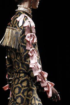 Gucci Fall 2016 Ready-to-Wear Fashion Show Details