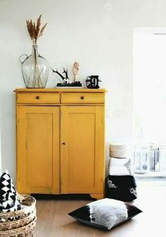 Yellow furniture-shabby chic-small space-simple