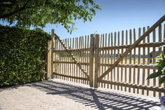 Diy Gate, Country Fences, Container Cabin, Bamboo Fence, Entry Gates, Green Fields, Fence Gate, Coastal Cottage, Vegetable Garden