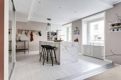 Artwork For Home Decoration Product Mauve Walls, Pink Walls, Beautiful Interiors, Colorful Interiors, Artwork For Home, Scandinavian Home, Big Houses, Apartment Design, Bedroom Apartment
