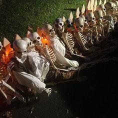 The Skeleton Clam is preparing for the graveyard!!! #halloween #thehistoricherndonhalloweenhouse #skeletons #scottish #clan #army #decorating #herndon #virginia #food #foodporn #foodgasm #foodstagram #foodpics #foodblogger #foodblog #recipe #faithhopeloveandlucksurvivedespiteawhiskeredaccomplice #vais4bloggers #vafoodie #yum #cats #instayum #instagood #igdaily #bestoftheday #picoftheday