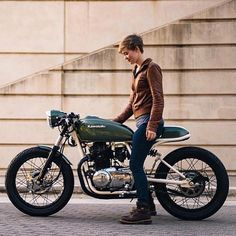 Custom cafe racers, bobbers and vintage motorcycles Cafe Moto, Cafe Bike, Cafe Racer Bikes, Cafe Racer Motorcycle, Motorcycle Clubs, Cafe Racers, Motorcycle Girls, Motorcycle Design, Sportster Cafe Racer