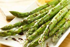 ΨΗΤΕΣ ΚΟΡΥΦΕΣ ΣΠΑΡΑΓΓΙΩΝ Τώτα είναι εποχή για Σπαράγγια. Εξαιρετική σαλάτα ;-)
