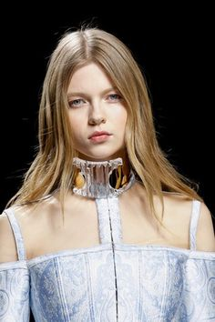 See detail photos for Balmain Fall 2016 Ready-to-Wear collection.